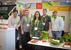 Heinz Ebel, Cees Ammerlaan, Ali Mohammed, Veronique Savekoul, Rafael Mora & Dan Skimmer with Nunhems. Their cucumber varieties for high wire cultivation are popular in the area.