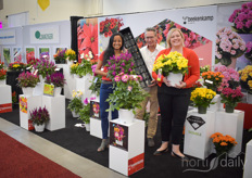 Beekenkamp Plastics and Plants united at the Canadian Greenhouse Conference. In the photo Sirekit Mol, Jerry Arkesteijn & Kat Wolpen. They brought two new varieties, LaBella® Dahlias and the Kelos® Celosia, and the new California strawberry substrate tray, the 34-hole strawberry plug tray.